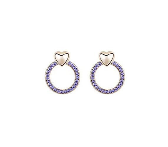 Kör alakot formáló, lila Swarowski® Elements kristályokkal gazdagon díszített, káprázatos fülbevaló, melynek legfőbb ékessége az arany bevonattal ellátott szív. Ára 2160 forint, a fülbevalót itt rendelheted meg.