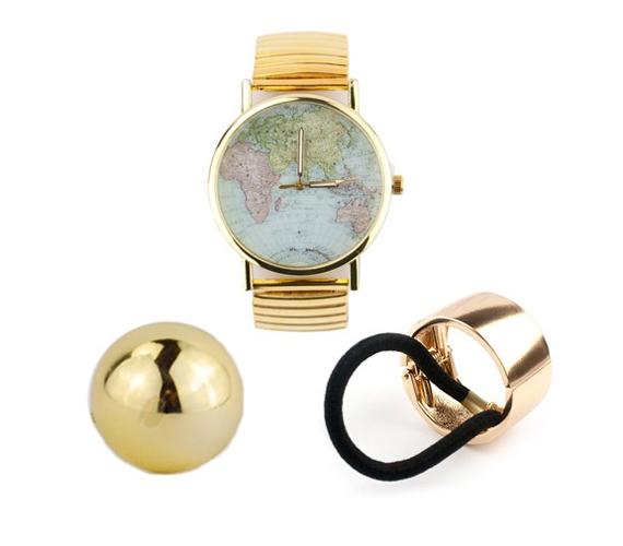 Különleges térképmintás, aranyszínű karóra, egy szupertrendi aranyszínű copftakaró és egy aranyszínű félgömb gyűrű az arany elegancia jegyében. A háromdarabos szett ára 3990 forint, itt rendelheted meg.