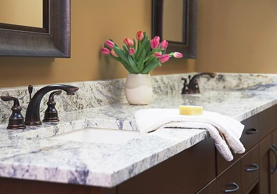 A fürdőszobai tárolókba a férfiak és a gyerekek ritkán kutatnak, hiszen az a te felségterületed.
