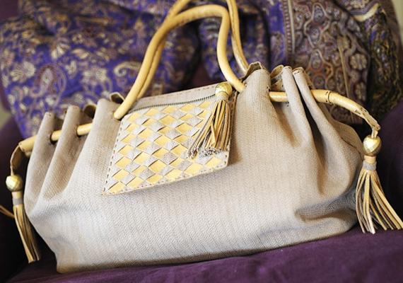A használaton kívüli táskák sok mindent elnyelhetnek, például az ajándékokat is.