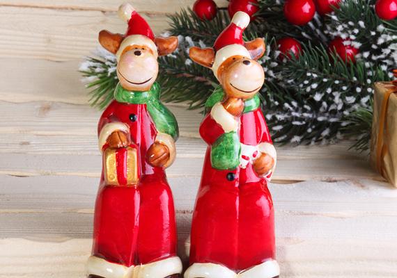 Nincs szükség újabb dísztárgyra, pláne nem karácsonyira, amit a munkatársad az asztalára tud állítani. Kísérőajándéknak nem rossz, de ne erre költsd a büdzsét.