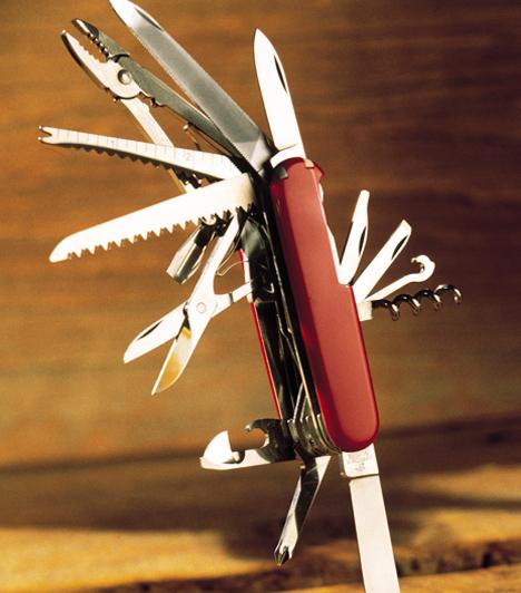Semmi durvaság!                         A szúró eszközöknek szimbolikus értelmük van, haragot és harcot jelképeznek, ezért nem illik kést, ollót és további szúró, vágó tárgyakat ajándékba adni.