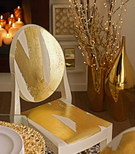 Aranyos szoba  Akár nagyobb tárgyakat is aranyfénybe vonhatsz. A fehér szék aranyfüstöt kapott. A meleg fények kizárják a decemberi zimankót. A néhány száraz ágra aggatott beltéri izzó is remek hangulatfokozó.