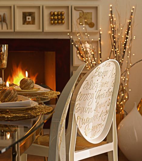 Csillogó jókívánságok  A széket hátulról is megfestheted: szerezz be tubusos kerámia- vagy üvegfestéket, és írd rá több nyelven, hogy boldog karácsonyt.
