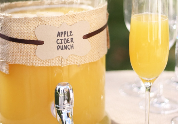 Almaboros bólé6 csésze almabort, 2 csésze narancslevet vagy mangólevet, 1/2 csésze citromlevet és 1 üveg pezsgőt keverj össze egy nagy tálban, majd tegyél bele egy merőkanalat, így mindenki annyit szed magának a bóléból, amennyit szeretne.
