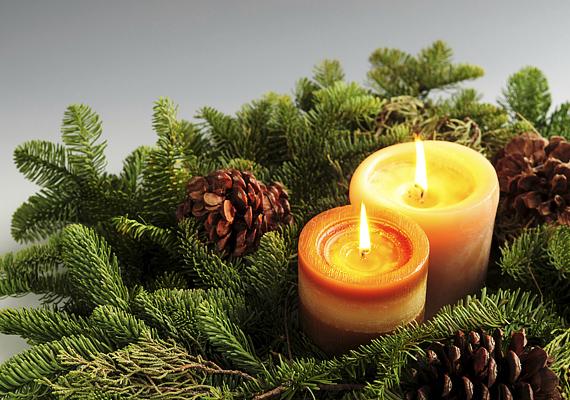 A gyertyák és a fenyő együttes illatáradata igazi karácsonyi hangulatot áraszt.