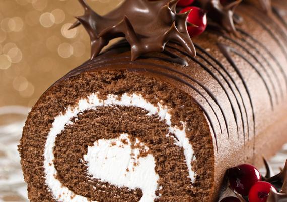 A fatörzs, vagy francia nevén bûche de noël igazi ínyencségnek számít a csokis sütemények között. Itt találod a receptjét!