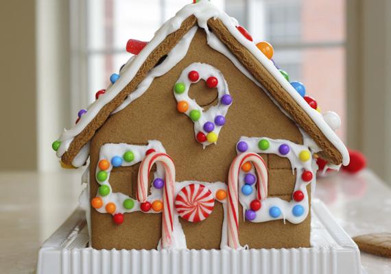 Ez a cukorkákkal díszített mézeskalácsház akár a Jancsi és Juliska híres-hírhedt lakja is lehetne.