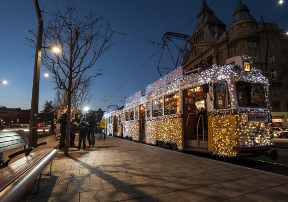 A fényvillamos január 6-ig mindennap szállít utasokat, csupán december 24. és december 31. kivétel.