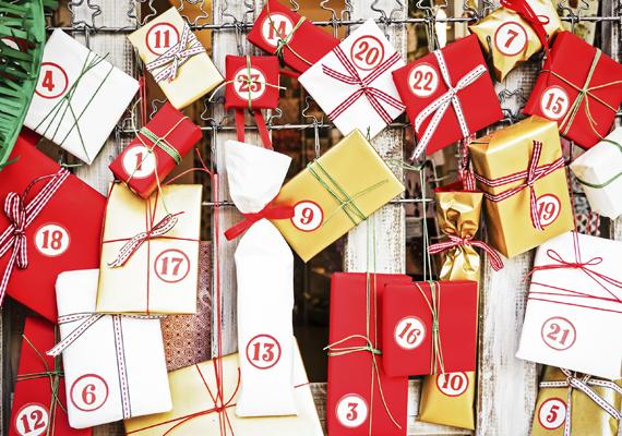 Készíts kreatív adventi naptárat, karácsonyfadíszt                         Nyugodt, hétvégi program egy kis kreatívkodás, aminek aztán egy egész hónapon át örülhetsz. A díszek készítése közben be is tehetsz egy kis karácsonyi hangulatkeltő zeneválogatást a teljesség kedvéért.
