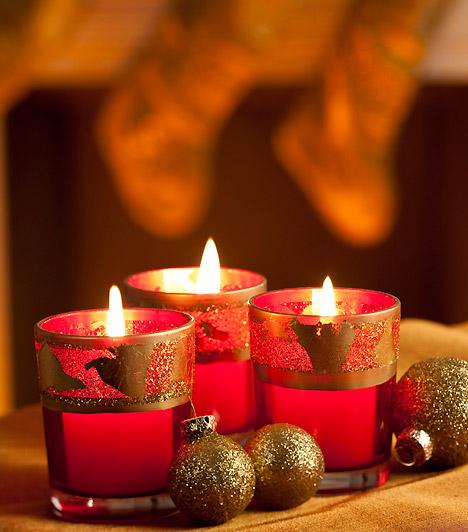 Színpompás csillogás                         Magasfalú piros mécseseid tetejét vond be arany mintás szalaggal. Csodásan mutatnak bennük a gyertyák, a lakás bármely pontját ünnepivé teszik.                         Kapcsolódó cikk:                         Meseszép kézzel készített díszek »