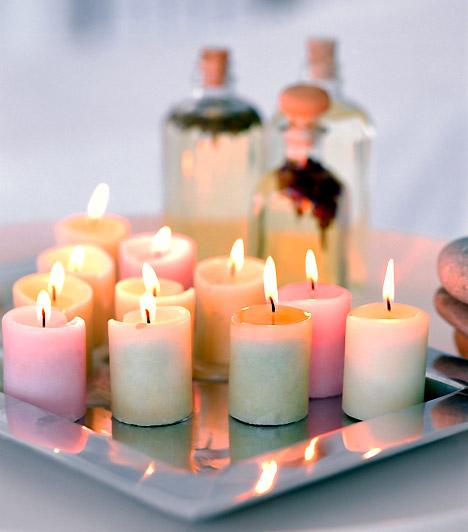 Parányi fényáradat  Egy csodás fehér gyártyánál csak az mutat jobban, ha többet teszel egymás mellé. Helyezd őket egy szép tányérra, és már kész is az ünnepi asztal éke.