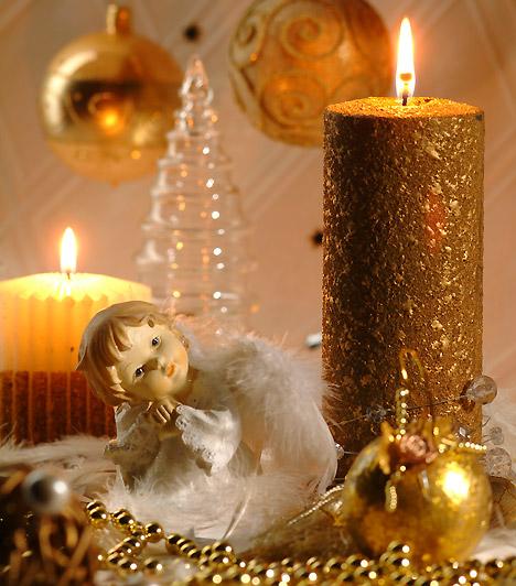 Arany ragyogás  Az arany a karácsony megunhatatlan színe. Gyertyában is csodálatosan mutat, helyezz köré ragyogó ünnepi díszeket - nem fogod tudni levenni róla a szemed.