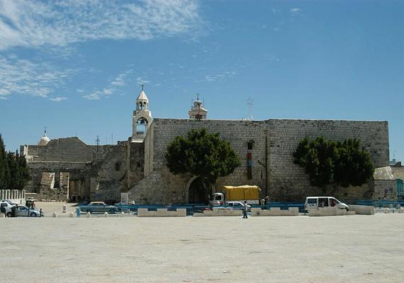 A Születés temploma Betlehem városában fekszik, a legenda szerint itt állt az az istálló, ahol Jézus világra jött.