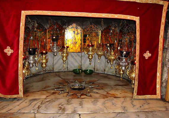 Az Alázatosság barlangja jelöli azt a pontot, ahol Jézus világra jött. Sok zarándok látogat el ide, hogy a saját szemével láthassa a szent helyet.