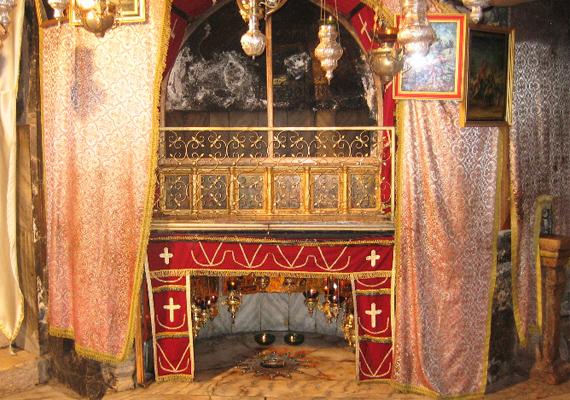 Az Alázatosság barlangja tulajdonképpen csak egy kisebbfajta szentély, amelyet Jézus születésének állítólagos helyén állítottak.