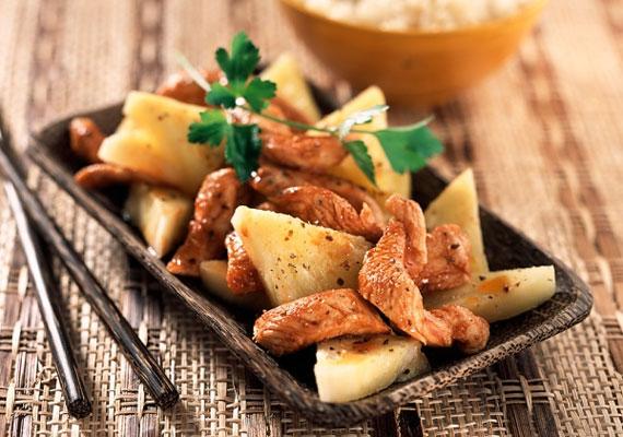 Az édes ételeket sósakkal variálni egyáltalán nem ördögtől való dolog, vannak gyümölcsök, melyeket kifejezetten ilyesmire találtak ki, az egyik, ami biztosan ilyen, az ananász. A sajtos-baconös-ananászos csirke elkészítési módját itt találod. »