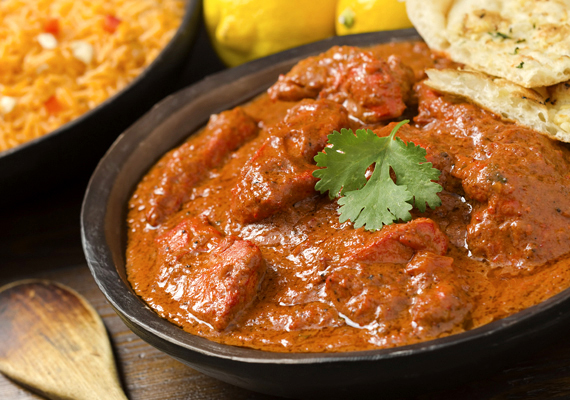 Nem az a tipikus karácsonyi fogás a csirke tikka masala, ám, ha szeretteid nyitottak a keleti ízekre, ezt is az ünnepi asztalra teheted. Az eredeti indiai receptet itt olvashatod el. »