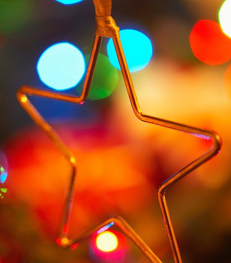 Csillag  A karácsonyhoz hasonló ünnepek már az ókorban is léteztek. A keresztények tették először hivatalos ünneppé, melyet kezdetben januárban tartottak. Időpontja a negyedik század végétől helyeződött december 25-re. A 16. században a reformáció hatására kezdett egyre inkább elterjedni a karácsony. Ekkor már az emberek az otthonaikban is karácsonyfát állítottak, melyre különböző, szimbolikus díszeket helyeztek.