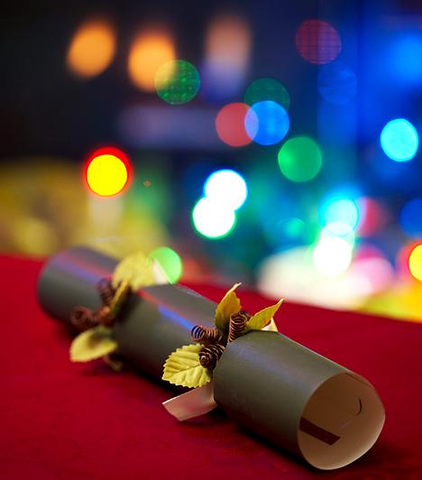 Szaloncukor  Ez a hagyományos édesség, mely az angyalokat és segítőiket testesíti meg, nem hiányozhat egyetlen karácsonyfáról sem. A szaloncukor francia eredetű őse már a 15. században megszületett, hozzánk azonban csak a 19. században jutott el német közvetítéssel.