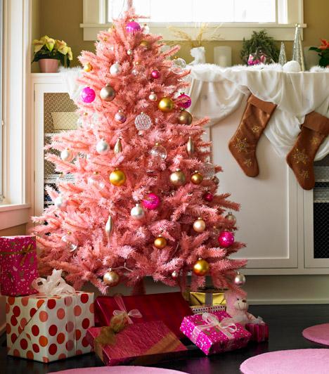 Rózsaszín  Bár a műfenyők kevésbé népszerűek élő társaiknál, ma már az igazira emlékeztető darabok sorával találkozhatsz. Ha azonban valami extrát keresel, ez a babarózsaszín fa remek választás lehet.