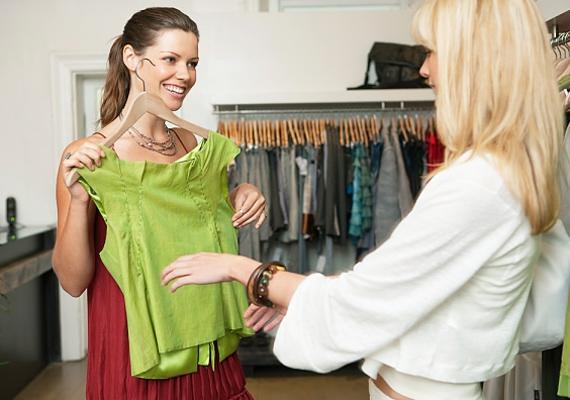 Az ízlését és méretét ismerve egy új ruhadarabbal is bővítheted a gardróbját.