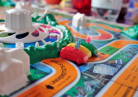 Andi: - Az én nagy álmom egy Game of Life - Az élet játéka - társasjáték volt. Az unokatestvéremnek volt, de én is mindig vágytam egy sajátra, évről évre izgatottan téptem le a csomagolást az ajándékokról, de sosem kaptam meg. Azóta is mindig emlegetem, hátha egyszer valaki meglep vele.