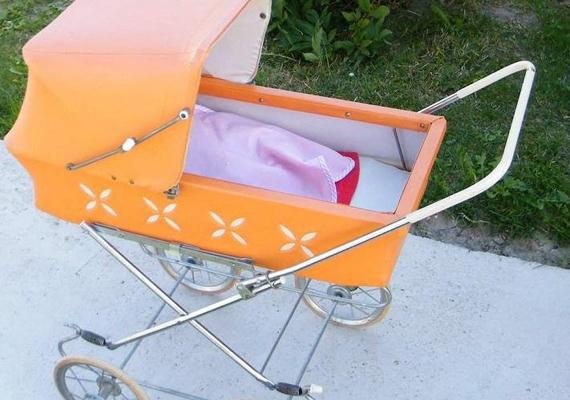 A generációs különbségek ellenére a kislányoknál mindig toplistás ajándék a babakocsi.