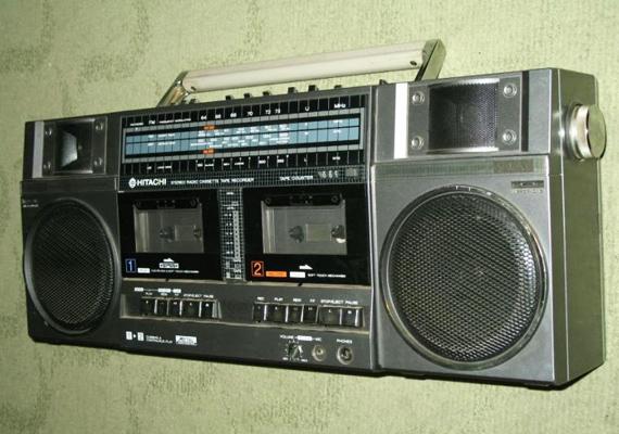 Multifunkciós eszköz, aminek segítségével a rádióból is fel tudod venni a dalokat, és egyik kazettáról a másikra bármikor átmásolhatod őket. Mi az?