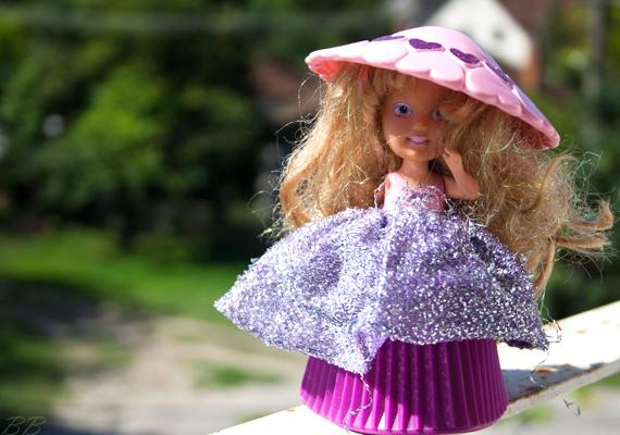 A kilencvenes évek elején minden kislány ugyanazt szerette volna a fa alatt látni: az illatozó sütibabát.