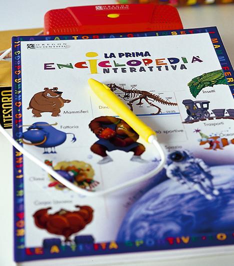 Interaktív gyerekkönyvekNem lehet elég korán kezdeni a könyvek szeretetére való nevelést. Ha azonban a csemetéd szobájának polca roskadásig van már a színes-izgalmas könyvekkel, lepd meg egy olyan készségfejlesztő, interaktív kiadvánnyal, mely különleges darabja lesz a gyűjteményének, és amit biztosan nem dob majd a sarokba.Kapcsolódó cikk:A 10 legjobb gyerekkönyv karácsonyra »