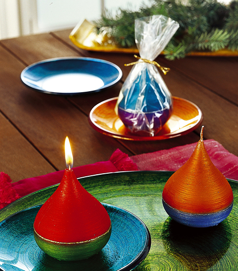 Illatos olajmécsesekAz illatgyertya önmagában nagyon hasznos dolog, ám kissé egyszerű ajándék karácsonyra. Válassz inkább különleges olajmécsest, ami szintén illatozik, mégis értékesebb meglepetés. Örömet szerezhetsz vele a barátnődnek, de a kollégádnak is.