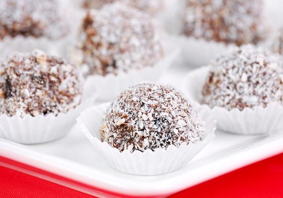 A kókuszgolyó a világ legegyszerűbb és egyben legpraktikusabb süteménye. Gyorsan megvan, sütni sem kell, ráadásul általában minden van hozzá a háztartásban. Készítsd el te is!