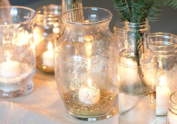 A csillámokkal díszített, fényes dekorgyöngyökkel töltött üveg funkcionálhat például gyertyatartóként - de akár vázaként is, ha néhány fenyőgallyat teszel bele. A formája szerint célszerű megválasztani, hogy milyen kelléket varázsolj belőle.