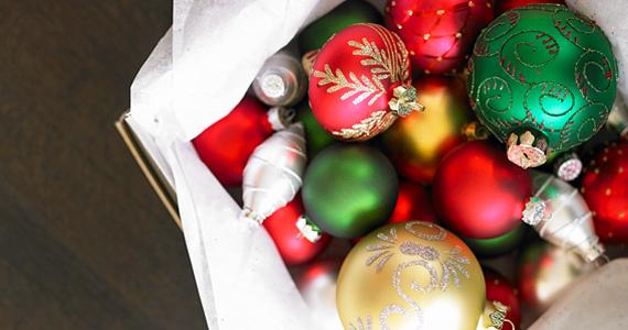 Arany, piros és zöld gömbök nélkül nincs karácsony. A nagy felbontású képért kattints ide! »