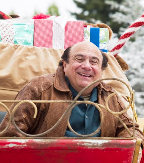 Kiskarácsony mindenáronA dilis és mindig túlpörgő Buddy elhatározza, hogy megfosztja békés szomszédját a karácsony koronázatlan királya címtől, ezért teleaggatja házát színes izzókkal, melyek fénye még az űrből is látszik. A két szomszéd karácsony előtti párbaja egyre őrültebb fordulatokat vesz, az pedig csak még elvetemültebb harcra sarkallja őket, hogy kétségbeesett feleségeik meg a gyerekek eközben mind jobban összebarátkoznak. Nesze nektek boldog karácsony!A képért köszönet az Intercomnak.