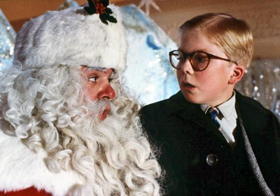 Karácsonyi történet, 1983: A kilencéves Ralphie leghőbb karácsonyi vágya egy saját légpuska, amit nemcsak a szülei nem néznek jó szemmel, hanem a Mikulás sem.
