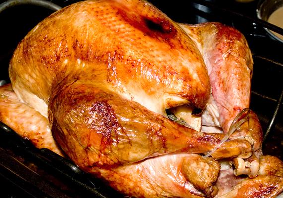 Ha szakítanál a tradícióval, gesztenyével is megtöltheted a sültet. Itt találod a receptet! »