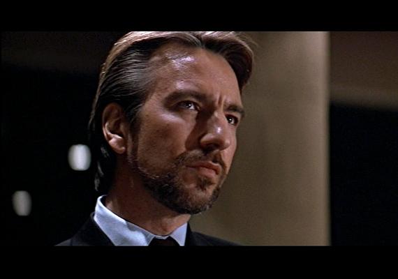Hans Gruber, a Die Hard - Drágán add az életed! című film rosszfiúja pont a szeretet ünnepét választotta, hogy az egyik multinacionális céget kifossza. Azonban nem számolt a talpraesett John McClane-nel.
