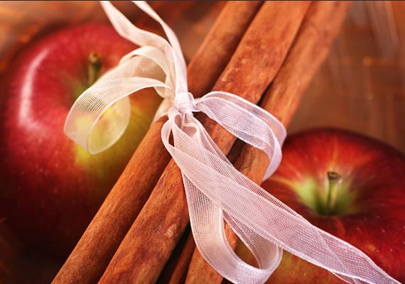 A fahéjrudakat egyébként az almák tetejére is ráteheted, egy szép szalaggal átkötve.