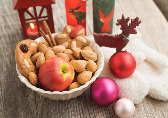 A mandulának és az almának együttesen jellegzetes karácsonyi aromája van, így, ha egy tálba teszed őket, hamar beillatosítják az otthonodat.