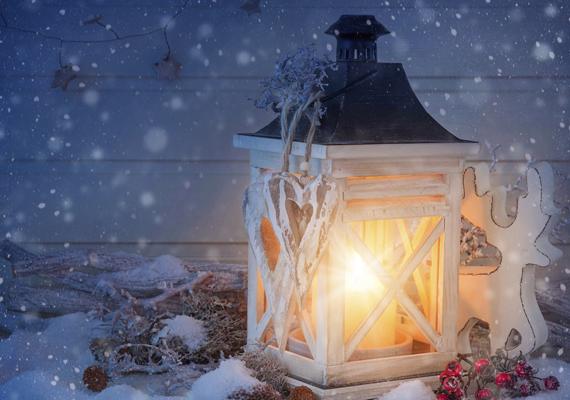 A lámpások fénye erősíti az ünnep hangulatát. Innen töltheted le a képet.