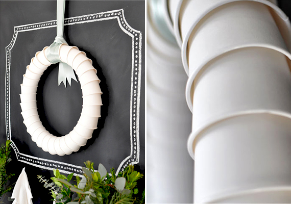 Bármilyen furcsa, az egyszerű, fehér papír- vagy műanyag pohárból is készíthetsz elegáns ünnepi ajtókoszorút. A poharak alját összeragasztották, és egymásba csúsztatták. Széles, halványkék vagy hófehér szalagra kötve igazán karácsonyi hangulatot áraszt ez a modern koszorú.  Itt nézheted meg a részletgazdag képeket »