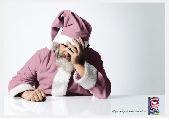 Valószínűleg éppen ajándékokat csomagolt a Mikulás, amikor az Omino Bianco mosószer reklámja ment a tévében.