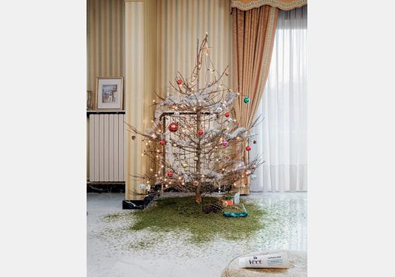 Csak óvatosan a Veet gyantával, nehogy a karácsonyfa lássa kárát.