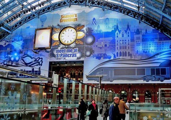 2007 óta tartja a rekordot a londoni St. Pancras vasútállomáson felállított adventi naptár. A 71 méter magas és 23 méter széles építmény nem csak a gyerekeket nyűgözte le.
