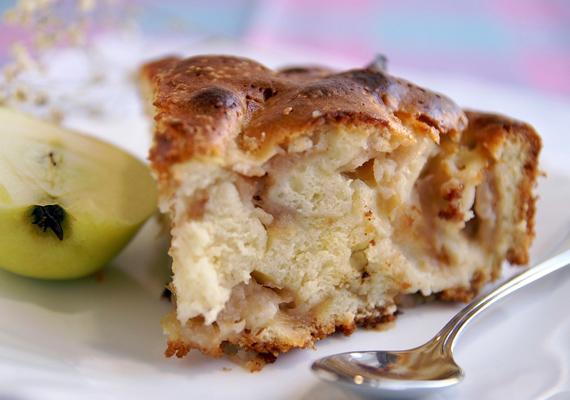 Az alma és a fahéj csábító illatkombinációja csak a tökéletes almás lepényből tud kisülni. Így készítsd el a süteményt! »