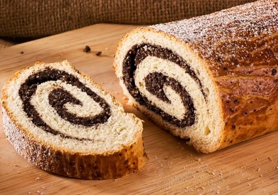A mákos vagy diós bejgli nem hiányozhat az ünnepi asztalról. Itt találod a sütemény receptjét! »
