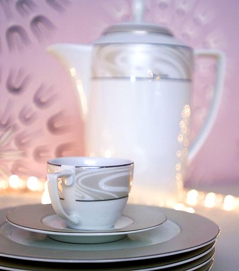 Hangulatos polcocskaHa nem rendelkezel külön étkezővel, a konyhának is ünnepi hangulatot kölcsönözhetsz az égősorral: rejtsd el valamelyik polcon a konyhai eszközök mögé.