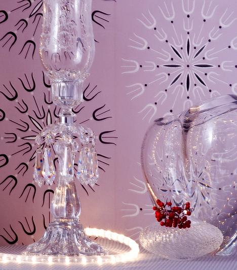 Fényben úszik a konyhaA karácsonyi izzósorral díszítheted a fát, felerősítheted a bejárati ajtóra, de különlegessé teheted vele az ünnepi asztalt és környezetét is. Érdemes üvegtárgyak köré tekerned, hogy fénye szétszóródjon a helyiségben.